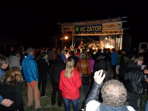 17.09.2012 -turnaj vmalé kopané HC Zátor - večerní vystoupení revivalové kapely AC DC